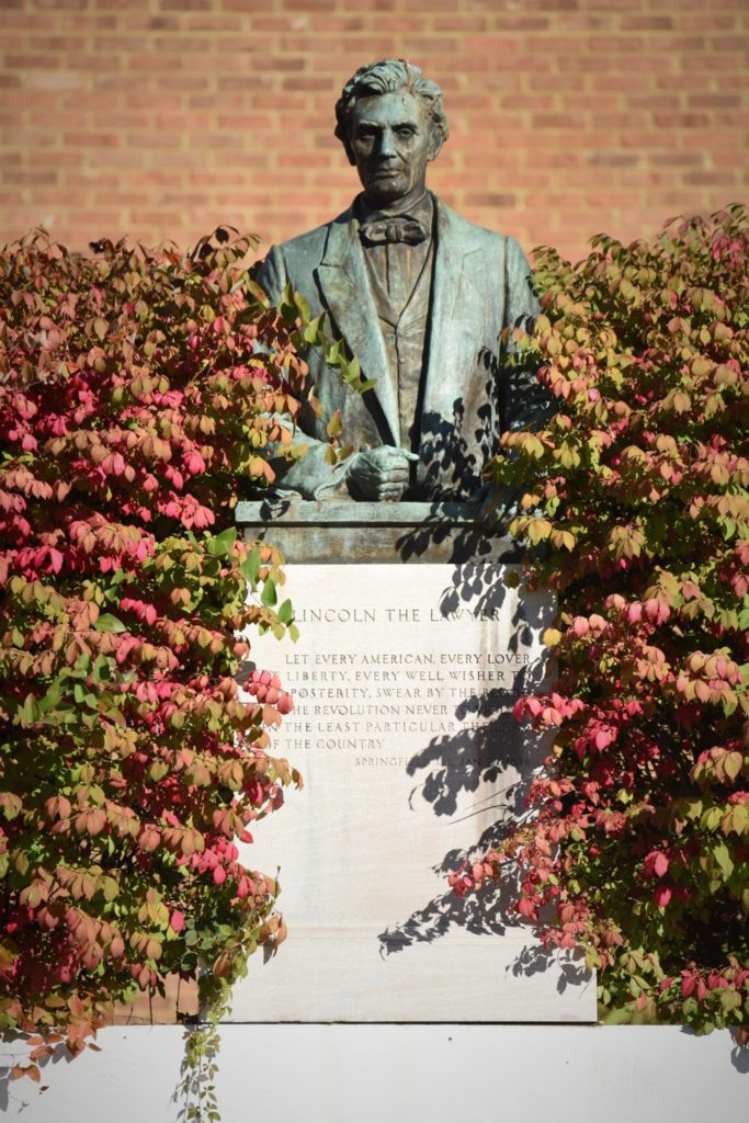 Statue of Lincoln the Lawyer, Photo: Charles Hubbard